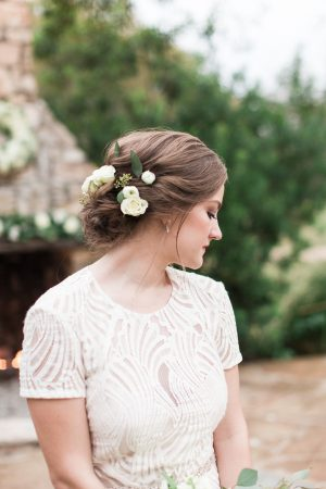 Small white blooms for brides hairflowers.